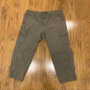 Eddie Bauer Green Cropped Cargo Pants 12